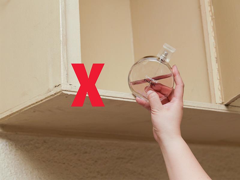 نگهداری عطر - عطر را در قفسههای بالا قرار ندهید.